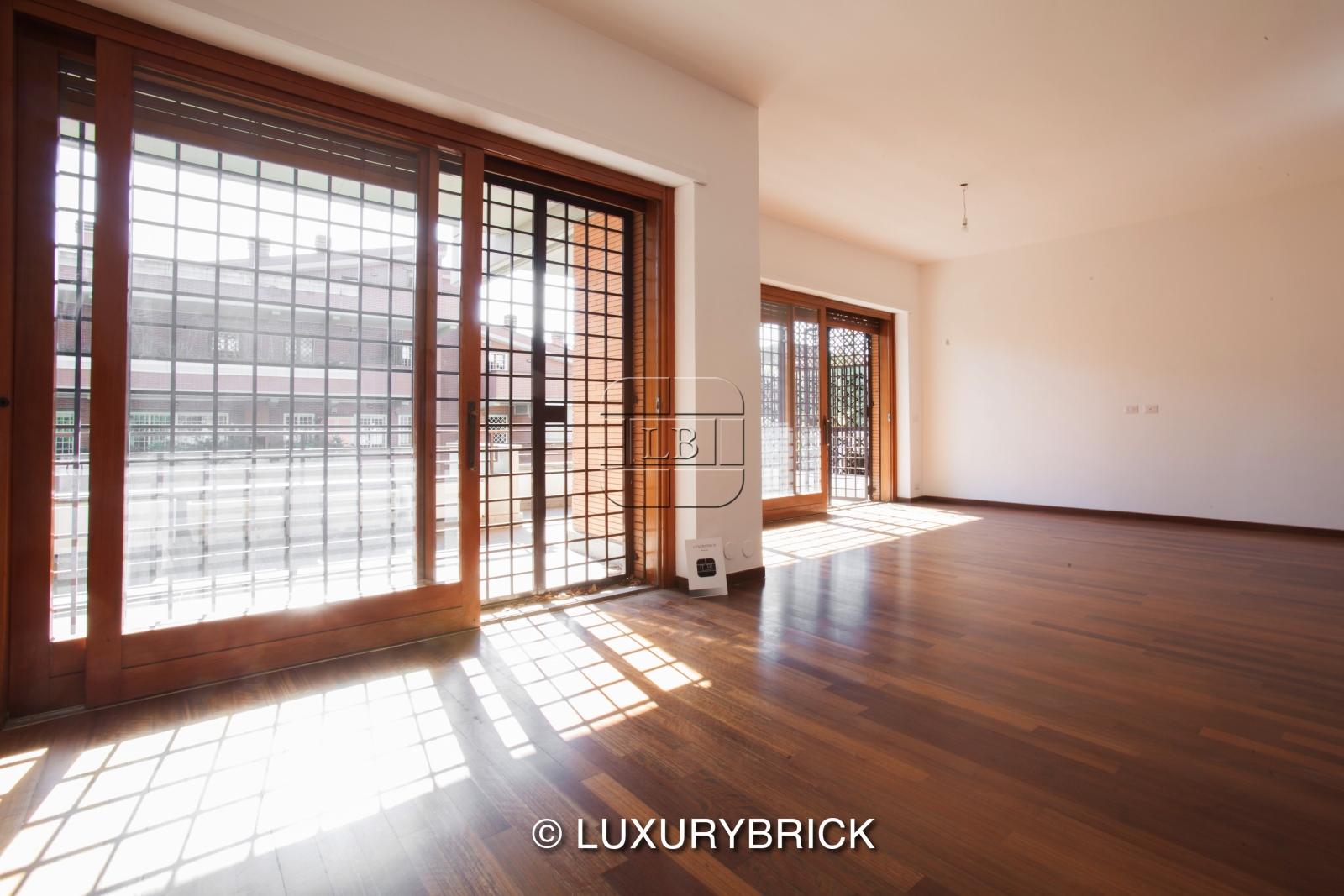 Appartamenti vendita roma elegante appartamento v le cortina d